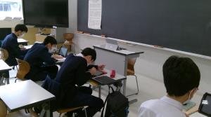 中学生 自習の様子