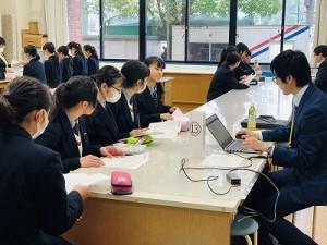 中学1年対象の職業研究会が行われました