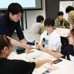 「ESG投資ゲーム」をプレイするICT学生