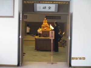 坐禅堂にお祀りされている聖僧様