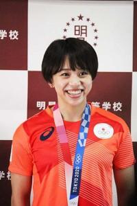 東京2020オリンピックメダリストの村上茉愛選手が来校しました