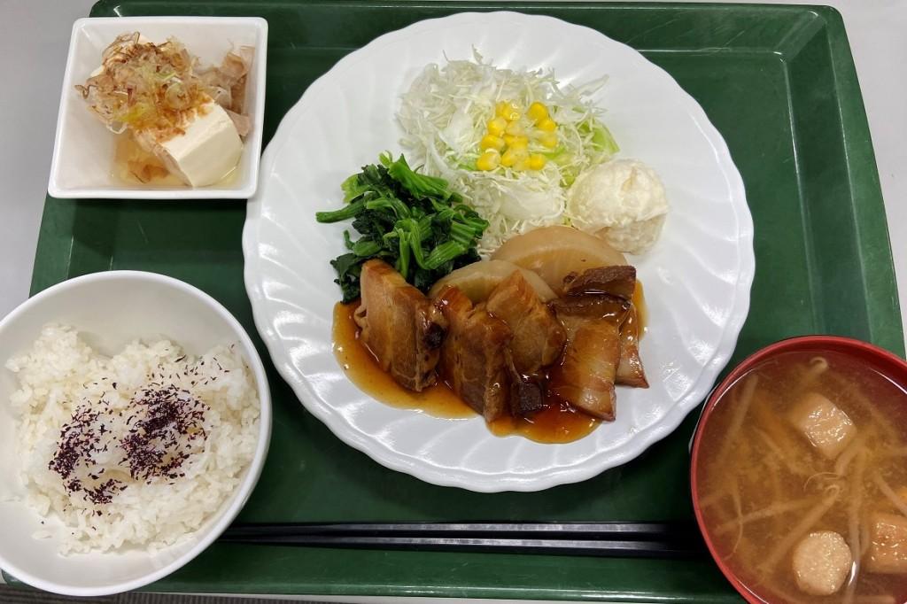 日替定食 豚角煮定食(肉)