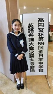 11/24 の決勝大会会場の「よみうりホール」で(校長撮影)