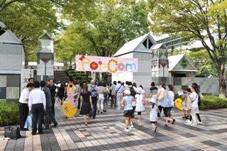 本校の文化祭は学園通りのケヤキ並木にちなみ、欅祭と呼ばれます。