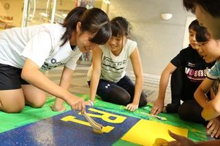 生徒たちは文化祭に向けて準備を進めています!ぜひおいでください。