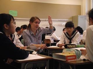 発信力、積極性、表現力を英語を通して学びます。