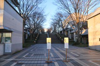 2月1日の朝、静寂に包まれる本校のキャンパス入り口
