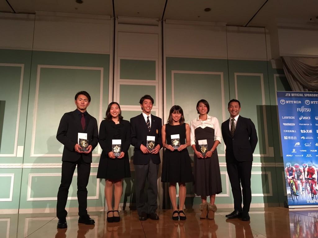 2018JTUトライアスロンジュニアランキング授賞式。左から3人目が吉川くん