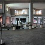 講堂前の光と水の広場