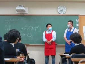プロの実演販売士、レジェンド松下さん(左)とボス水野さん(右)