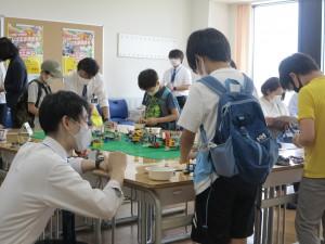 子どもたちと「未来の学校」を作る山本教諭