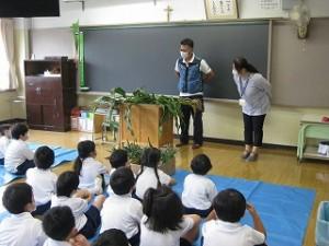 東星学園 校長 大矢正則 カトリック ミッション 男女 1年生 とうもろこしの皮むき体験(1)